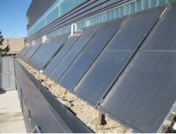 Plaques solars instal·lades a la zona esportiva
